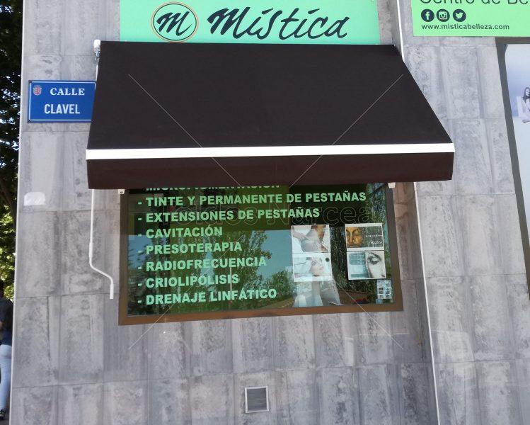 Foto de toldo de tipo portada instalado por toldos narcea